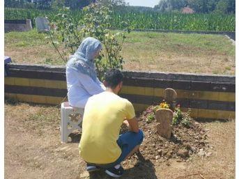 Kenan Sofuoğlu Oğlunun Mezarını Ziyaret Etti