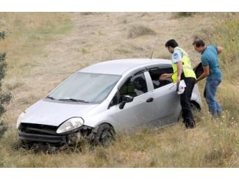 Rüzgar Otomobili Şarampole Savurdu: 4 Yaralı