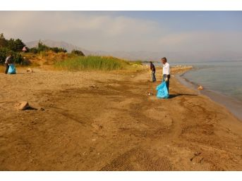 Edremit'te Sahil Temizliği