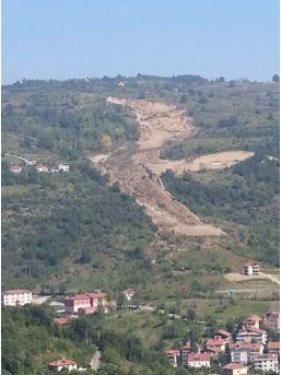 Zonguldak'ta Heyelan Sebebiyle 26 Bina Daha Boşaltıldı