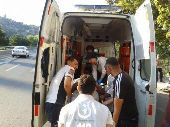 Kontrolden Çıkan Taksi Yayalara Çarptı: 3 Yaralı