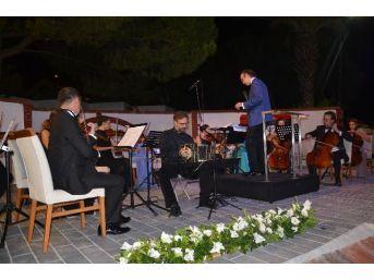 Kuşadası'nda Oda Orkestrası Sanatseverlerle Buluştu