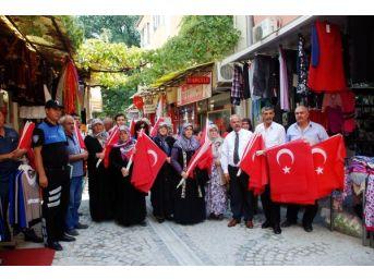 Kırıkkale'de Şehit Ailelerinden Bayrak Asma Kampanyası...