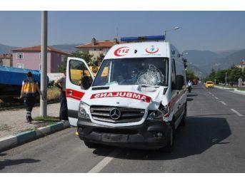 Ambulans Bisiklete Çarptı: 1 Ölü