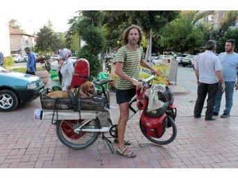 Turistin Atı Öldü, Yola Bisikletle Devam Etti