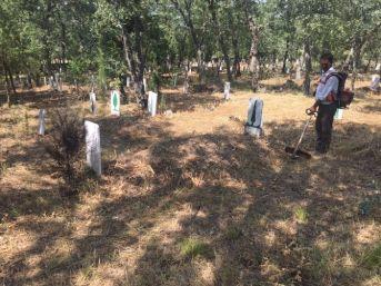 Gördes'in Mezarlıkları Temizleniyor