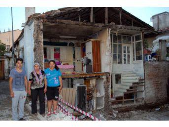 İnşaatın Hafriyat Çalışmalarında Bitişikteki Evin Duvarı Çöktü