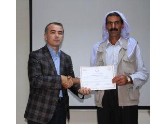 Eğitim Gören Çiftçilere Sertifikaları Verildi