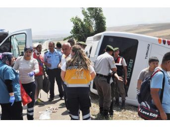 Turistleri Taşıyan Midibüs Devrildi: 20 Yaralı
