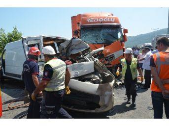 Tem'i Kitleyen Kaza: 2 Yaralı