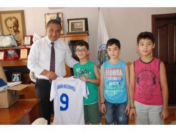 Gürün Belediye Başkanı Nami Çiftçi Minikleri Sevindirdi