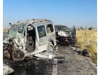 Van'da 2 Araç Çarpıştı: 4 Ölü