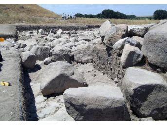 Yozgat'ta Kazıda 4 Bin Yılık Çivi Yazılı Tablet Bulundu