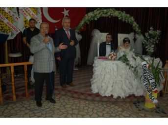 Çakan Çaycuma Eski Mhp İlçe Başkanının Düğüne Katıldı
