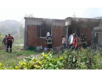 Dört Kişinin Yaşadığı Ev, Yangında Kullanılmaz Hale Geldi