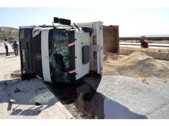 Ahlat'ta Trafik Kazası: 2 Yaralı