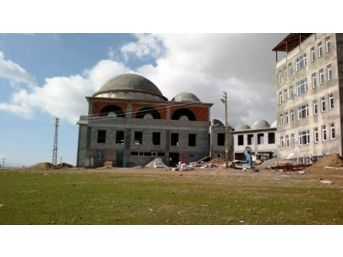 Tatvan'da İnşaatları Devam Eden Cami Ve Kur'an Kursları