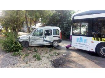 Otobüsle Ticari Aracın Karıştığı Kazada Bir Kişi Yaralandı