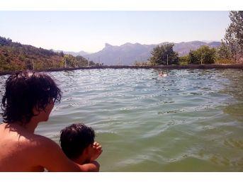 Köylerde Serinlemek İsteyenler Sulama Havuzlarına Akın Ediyor