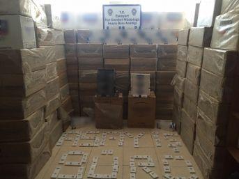 Esenyurt'ta 100 Bin Paket Kaçak Sigara Ele Geçirildi