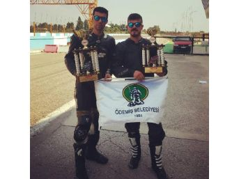 Ödemişli Kardeşler 1 Motosikletle 2 Kupa Kazandı