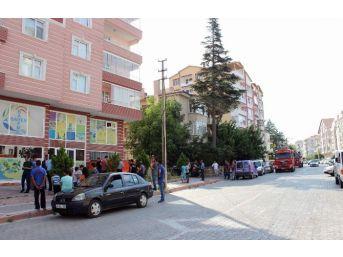 Balkona Çıkarak İntihara Kalkışan Şahsı Polis Kurtardı