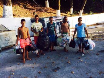 Plaj Görevlileri Ve Vatandaşlar Sahilde Temizlik Yaptı
