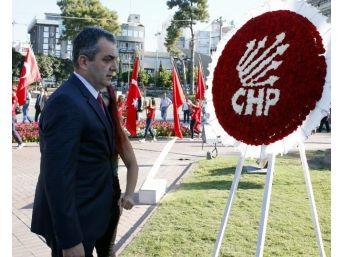 Chp'den Çelenkli Tören Protestosu