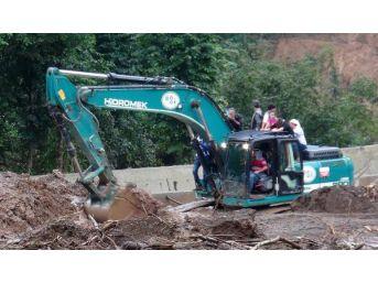 Sel Suları Kaçak Çöp Dağını Ortaya Çıkardı (4)