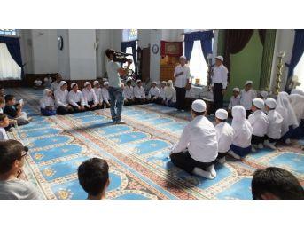 Burhaniye'de Kuran Okuyan Çocuklar Ödüllendirildi