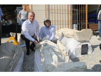 Defineciler Devletten Önce Bulup Çıkardıkları Athena Heykelini Yine Toprak Altına Saklamış