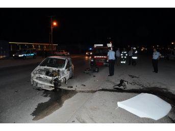 Konteynıra Çarpan Otomobilde Feci Ölüm