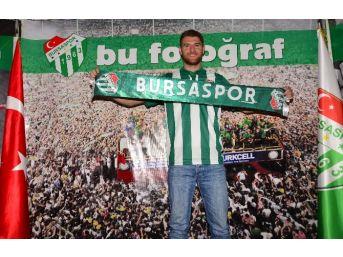 Bursaspor Yeni Transferi İle Yollarını Ayırdı