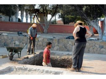 Huge Artefact Unearthed In Didim, Thought As Part Of Apollo Temple