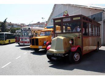 İett'nin Nostalji Otobüsleri İstanbul Sokaklarına Döndü