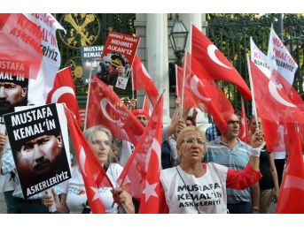İstiklal Caddesi'nde 30 Ağustos Ve Yarbay Mehmet Alkan Yürüyüşü