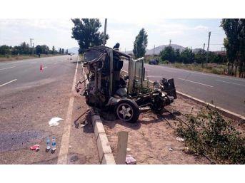 Hurdaya Dönen Otomobilde Aynı Aileden 4 Kişi Yaralandı...