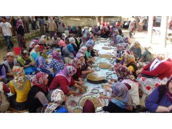 Silifke'de 5 Bin Kişi Şehitler İçin Kazanlarla Yemek Yaptı