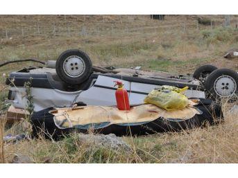 Sivas'ta Otomobil Şarampole Devrildi: 2 Yaralı