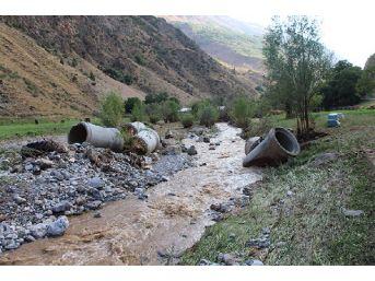 Başkan Bartu, Çatak'ta Selin Vurduğu Mahallelerde Inceleme Yaptı