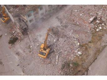 Altındağ Belediyesi İki Mahallede Yıkım Çalışmalarına Devam Ediyor