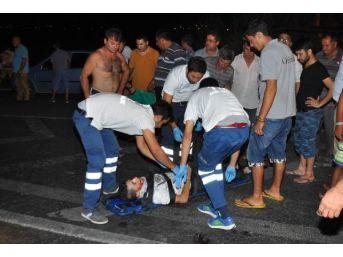 Manavgat'Ta Otomobil Motosiklete Çarptı: 3 Yaralı