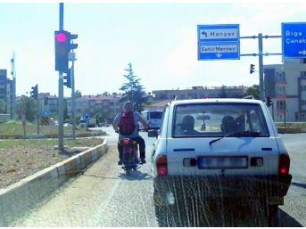 Kasksız Sürdüğü Motosiklet İle Ölüme Davetiye Çıkarttı
