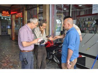 Bütün Mal Varlığını Poşete Doldurup Bankaya Giden Yaşlı Adamı Dolandırılmaktan Polisler Kurtardı