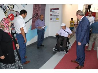 Başkan Şahiner Engelli Vatandaşa Akülü Araç Hediye Etti