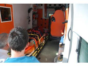 Otomobil Bariyerlere Çarptı: 3'ü Çocuk 7 Yaralı...
