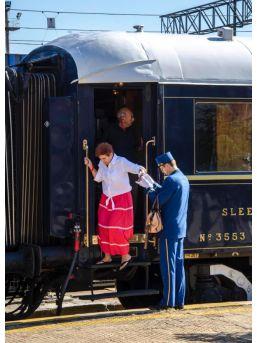 Zenginler Treni Orient Ekspres Halk Oyunlarıyla Karşılandı