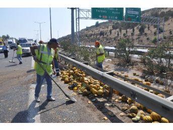 Kavunlar Yola Saçıldı Trafik Durdu