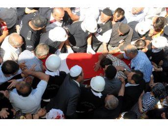 Şehit Polis İlker Narin'i, Kastamonu'da 5 Bin Kişi Son Yolculuğuna Uğurladı