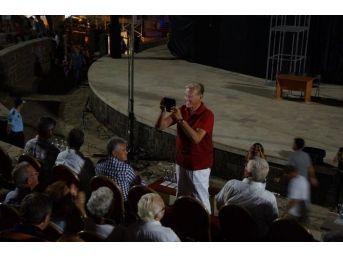 """Marmaris'te """"yalandan Kim Ölmüş"""" Adlı Tiyatro Oyunu Beğeni Topladı"""